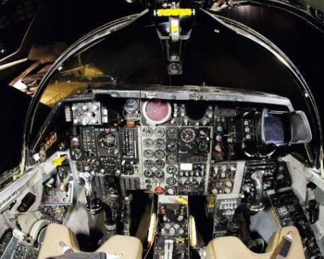 F 111 COCKPIT